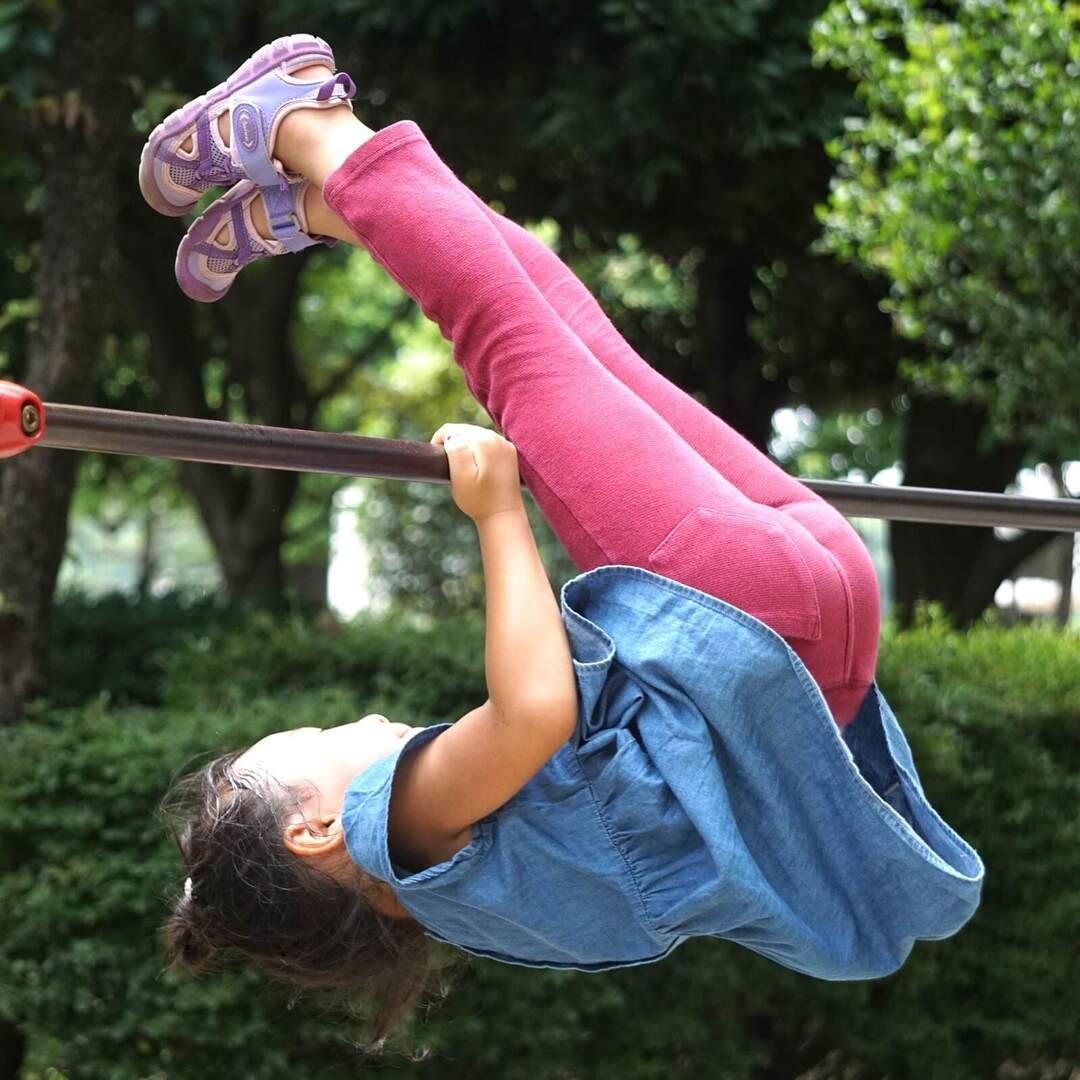 焦る必要はないけどできると運動に自信がつく!【鉄棒の逆上がり】をわが子に教えるときのポイント徹底解説