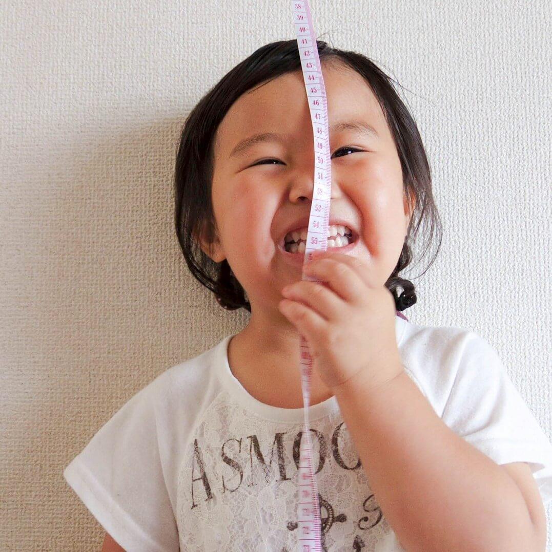 計量カップ、メジャー、カレンダー…じつは最高の知育ツール!幼児期の「算数力」を鍛える10のアイテム
