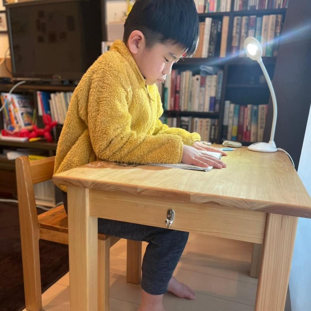 【リビング学習の理想形】家族の気配を感じながら学習タイム!テレビをつけてても勉強に集中…その秘密とは?