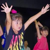 人前で表現する楽しさを知る!近年人気の習い事「ダンス」は子どもの自信を育むのにぴったり