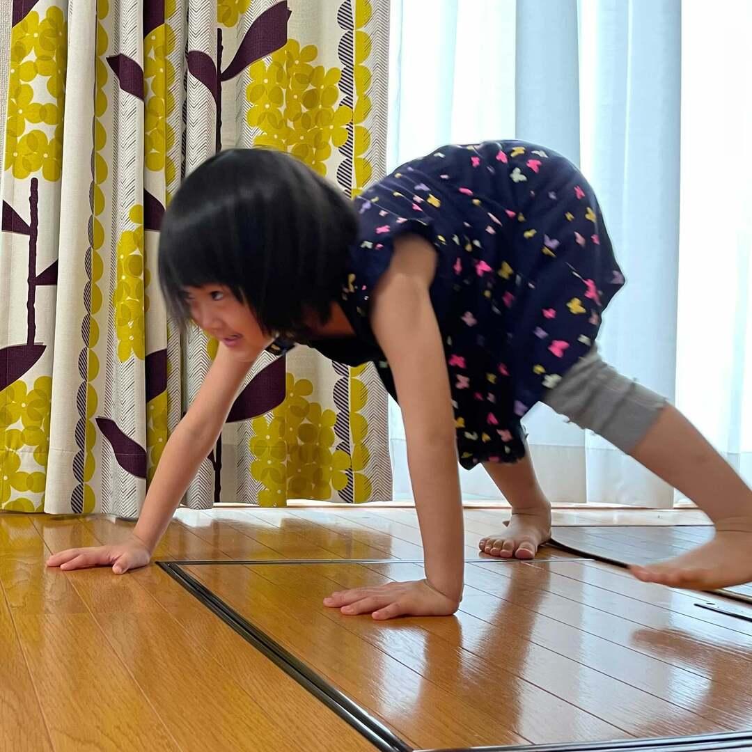 体力を持て余し気味な子どものおうち時間に!体幹トレーニング「6つのどうぶつ歩き」で運動の基礎力UPを