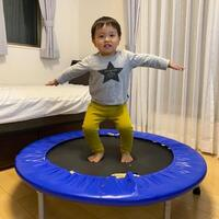 運動不足も解消!と話題沸騰中の「おうちトランポリン」幼児用に安全で楽しいアイテムの選び方