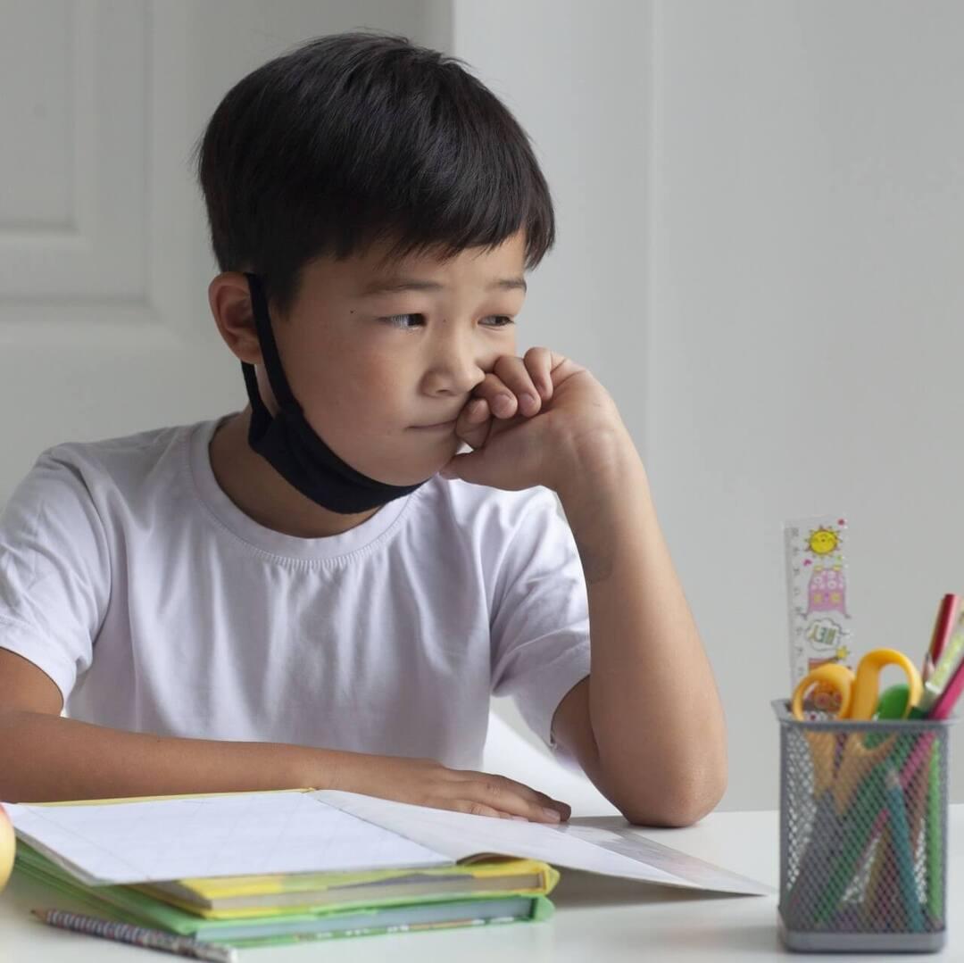 「宿題やった?」は絶対NG!リビング学習で勉強嫌いにさせない5つのポイント