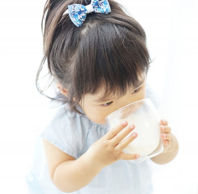 牛乳を飲んでるからOK、ではなかった!子どもの成長に不可欠な意外に知らないカルシウムのこと