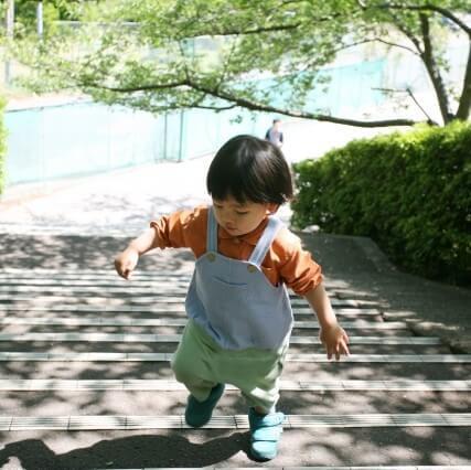 外出しないと歩数が減少。コロナ禍で、3~5歳の歩数が2~6割減という調査結果が
