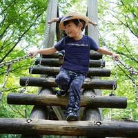 【バランスをとる、重心を移動させる】3~4歳で経験しておきたい体の動き。運動能力の発達段階に合わせて遊びに取り入れよう