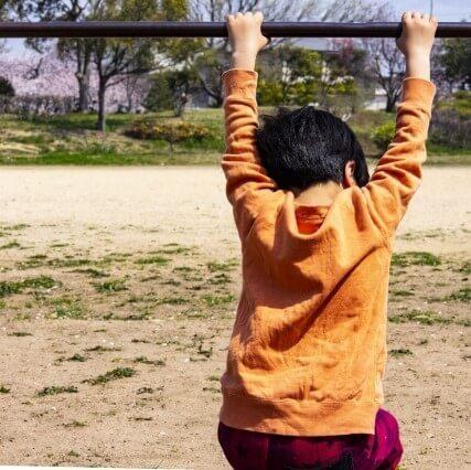 「自分だけできない…」子どもが【苦手なこと】に出会って落ち込んでいるとき親はどう気持ちに寄り沿うべき?