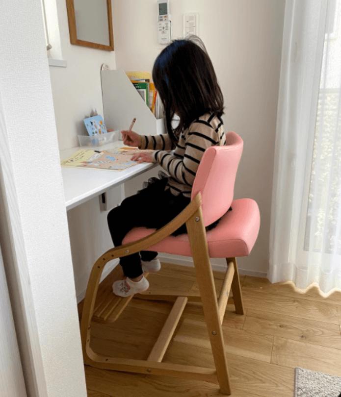 リビング学習に最適なベネッセ×カリモクの椅子