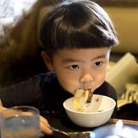 「早く食べなさい」は逆効果!【食べるのが遅い子ども】に毎食イライラしていませんか?6つの声がけで劇的スピードUP!!