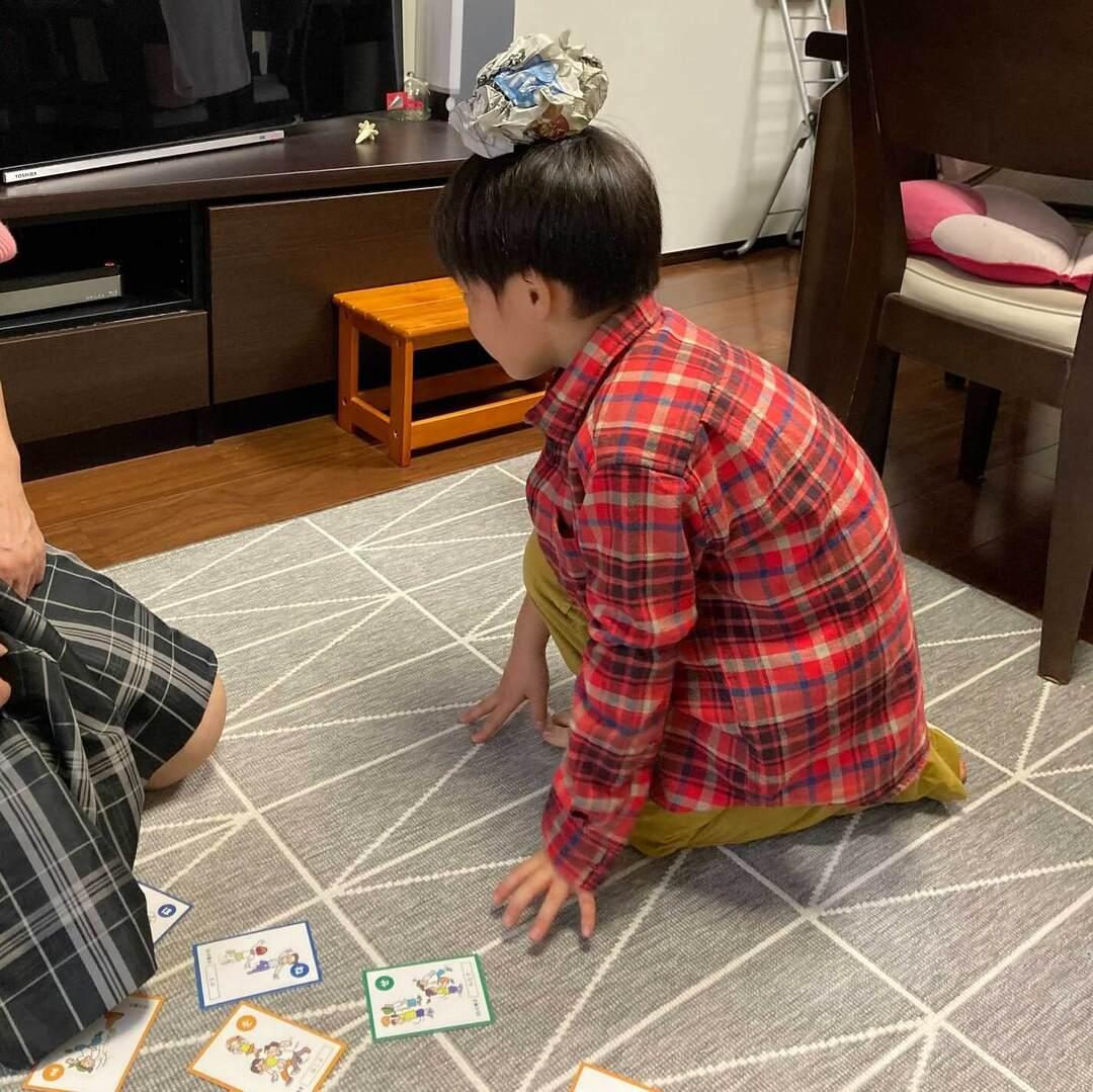 """""""幼児期に経験しておくべき36の動き""""を遊びながら体験できる!運動にも知育にも役立つ「かるた」発見♪"""
