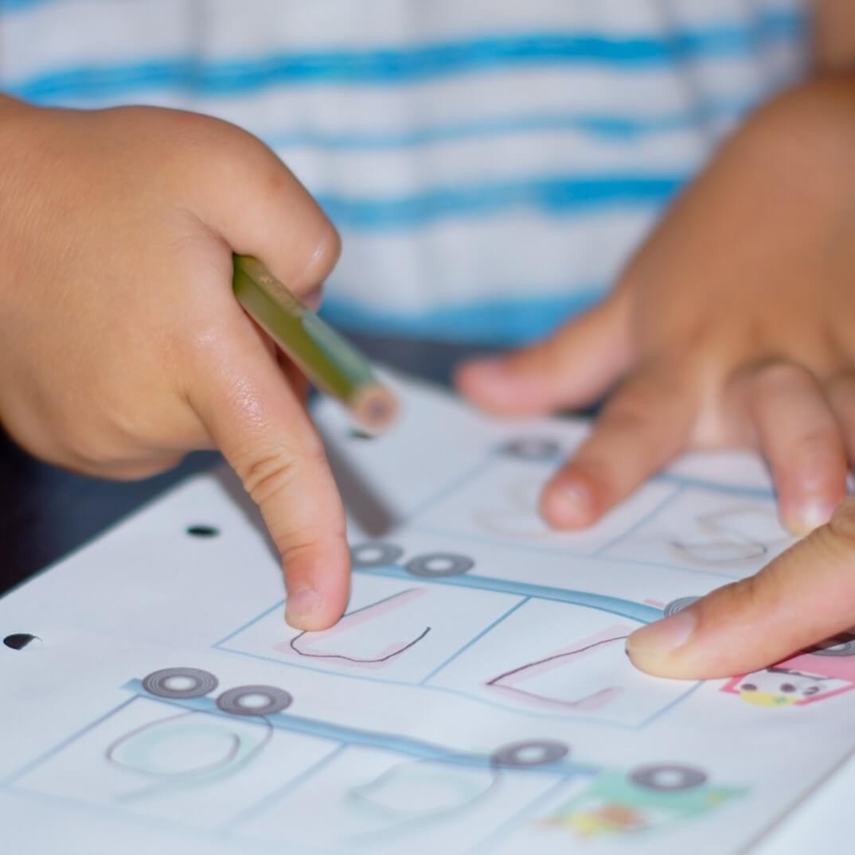 集中できない子は興味の幅が広いということ。その興味を削ってまで勉強させる必要はないと考えます