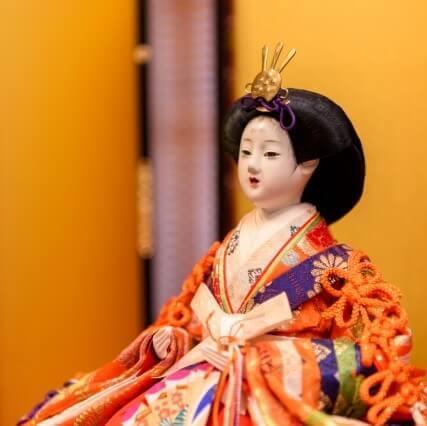 【ひな祭り】ひな人形は前日に飾るとNG&翌日に片付けなくてOK!ひし餅、ちらし寿司などの由来も解説!